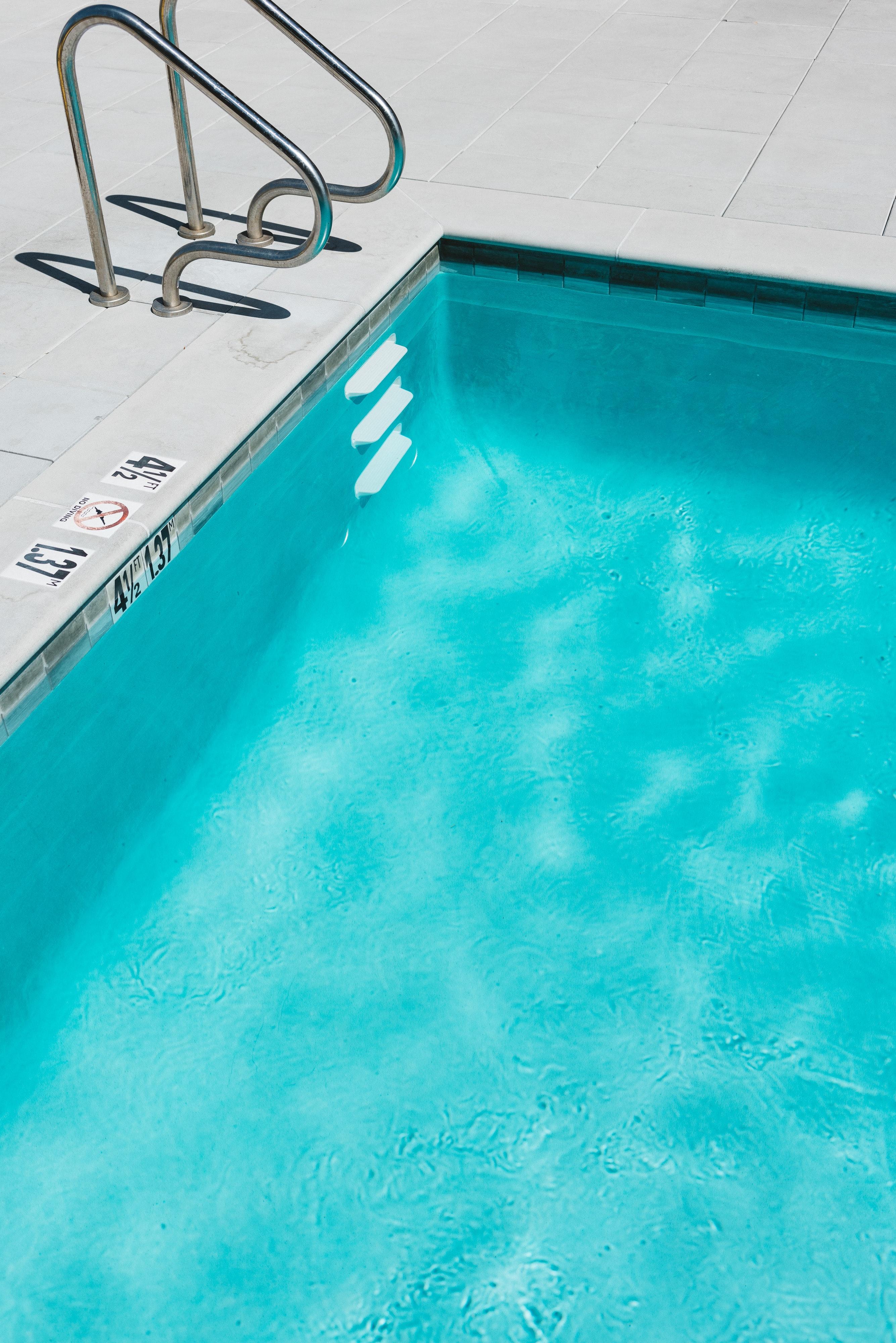 Como quitar las manchas de la piscina